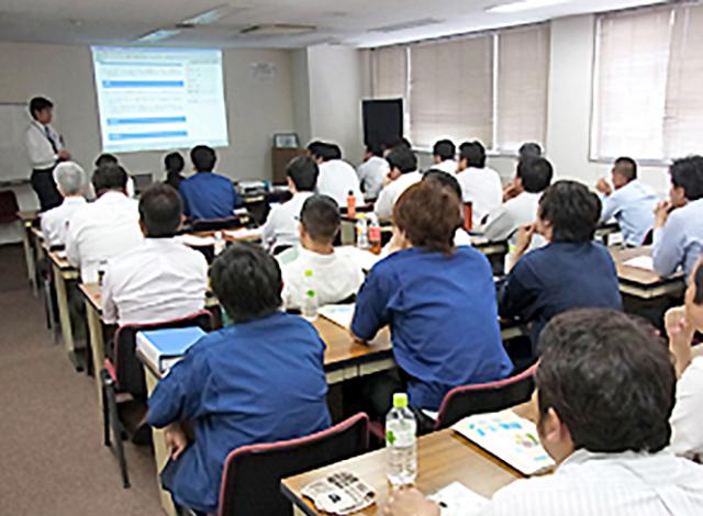 年間教育訓練計画 定期的に社内での勉強会も行なっています。